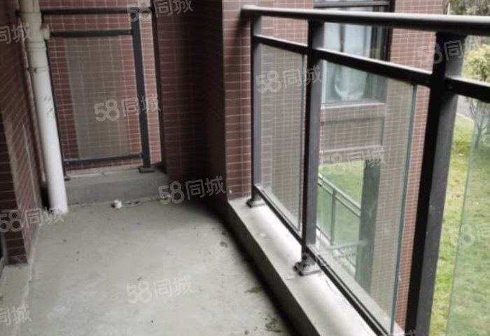 钓鱼台2号 3室2厅 73万 120平边户带露台 单价6千